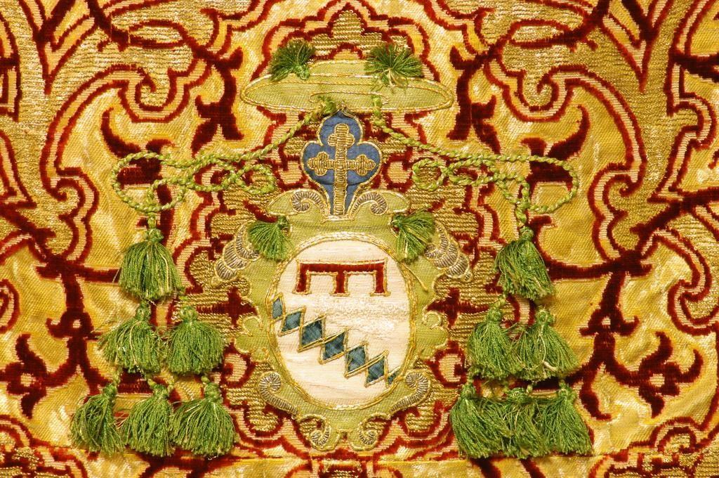 Firenze, Basilica di Santa Croce, Tunicella, sec. XVI, seconda metà, particolare con stemma Rinuccini